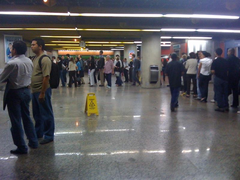 E na Estação Brigadeiro do Metrô às 18h00 de uma quinta-feira...