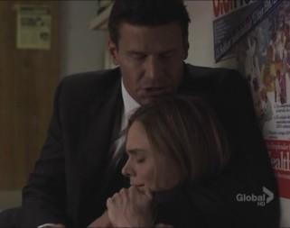 Bones S05E01 Brennan e Booth
