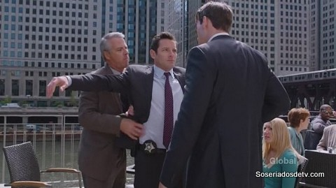 Chicago PD Call It Macaroni 2x01 s02e01 stillwell sendo preso