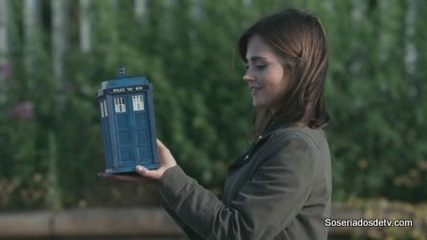 Doctor Who: Flatline 8x09 s08e09 clara mini tardis