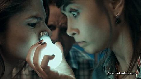 Lili, A Ex: Trocando a Lâmpada 1x11