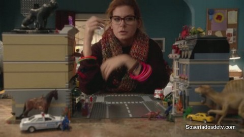 The Mysteries Of Laura The Mystery Of The Fateful Fire 1x12 s01e12 Maura Lego