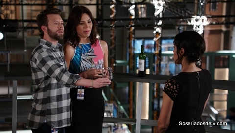 Bones The Life in the Light 10x21 s10e21 Hodgins Angela Cam