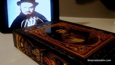 Leia o livro, assista a série: Zé do caixão