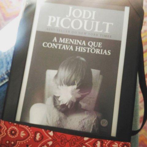 Livro: A menina que contava histórias